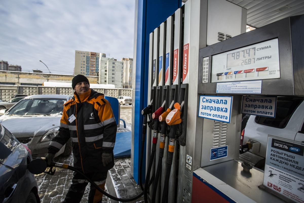На 18 АЗС в Новосибирской области заправщики остаются
