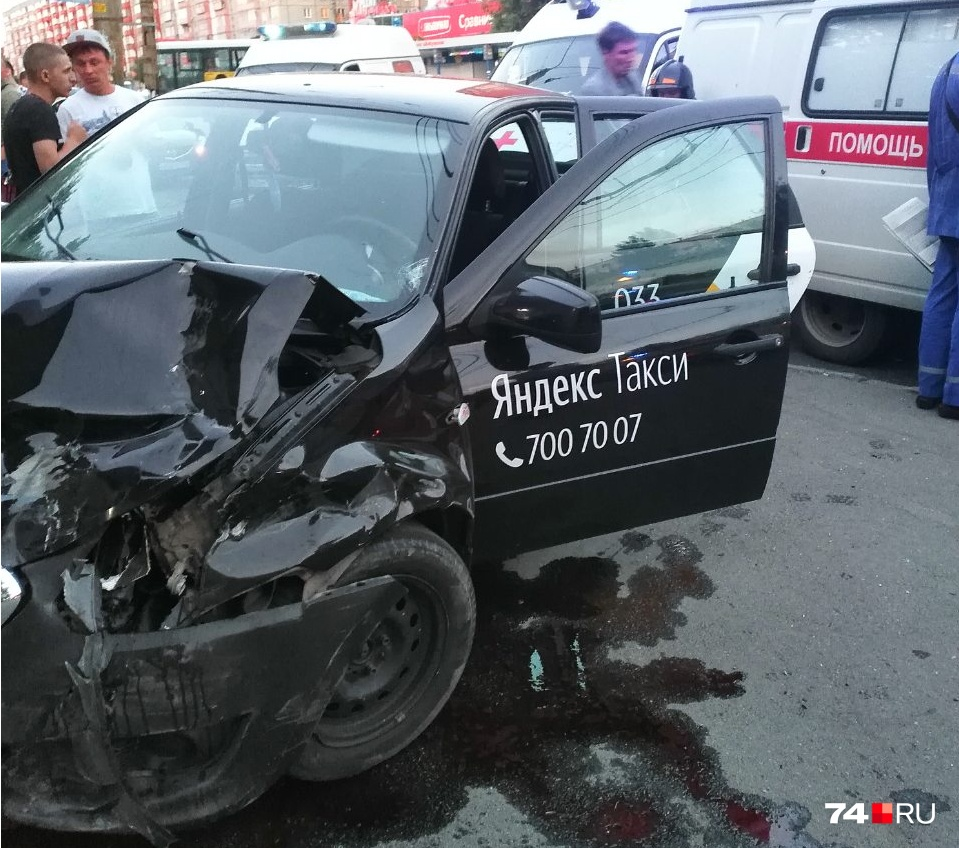 Авария произошла на остановке «Бабушкина»
