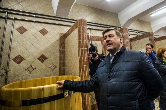 Анатолий Локоть в новой бане