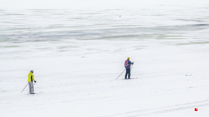 Спасатели ПСС замерили толщину льда на Волге