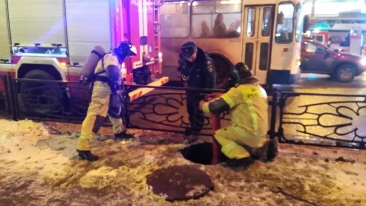 К ресторану в центре Екатеринбурга съехались девять пожарных машин