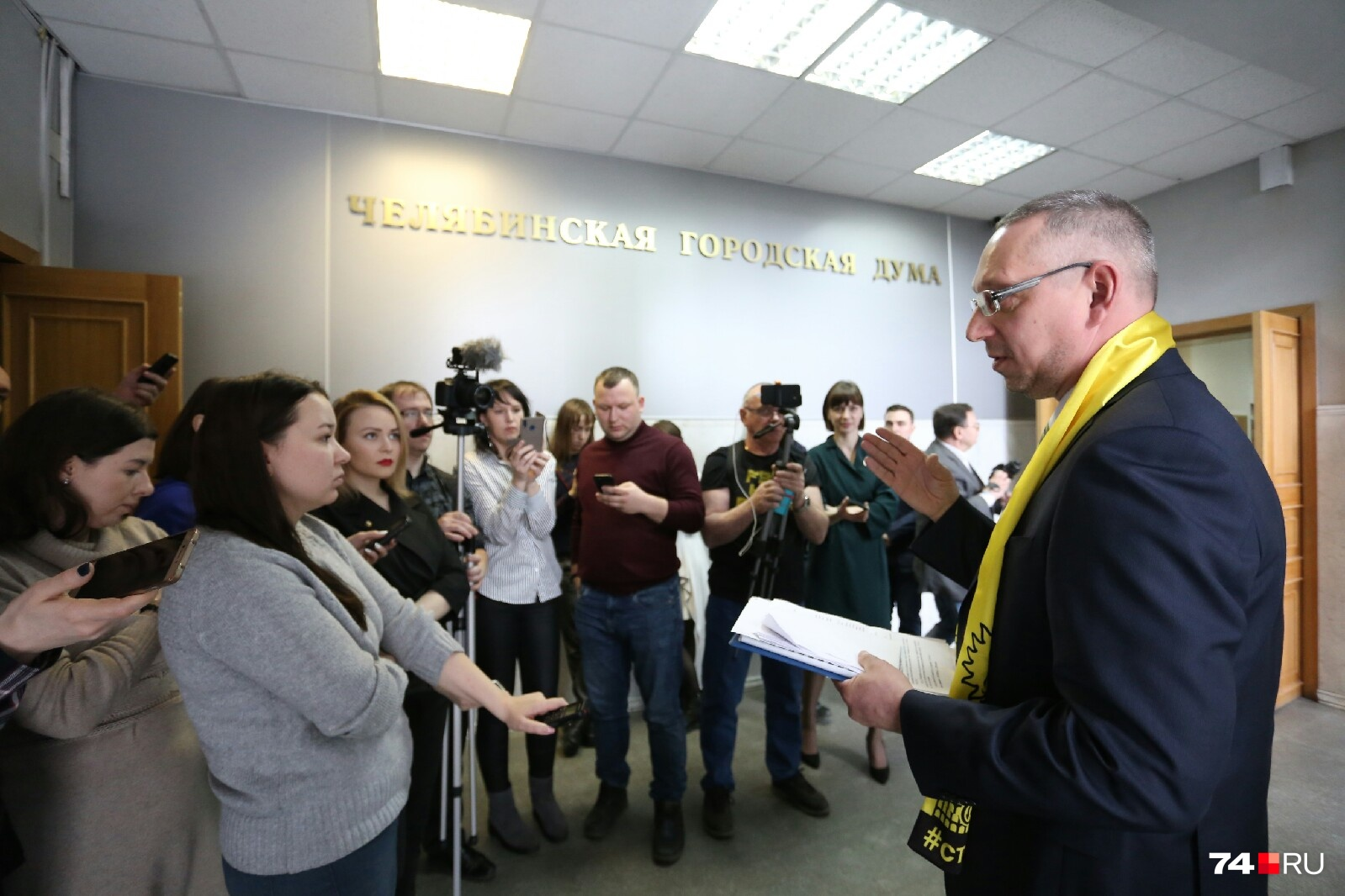 После комиссии Василия Московца ждали журналисты