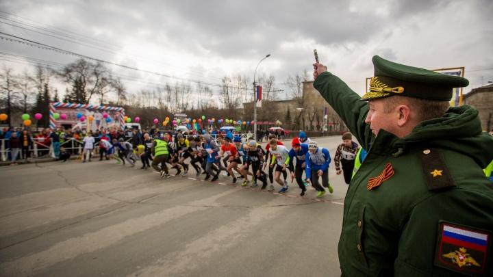 Улицу Станиславского закрыли для автомобилей — ради тысячи бегунов, которые сражаются за машину