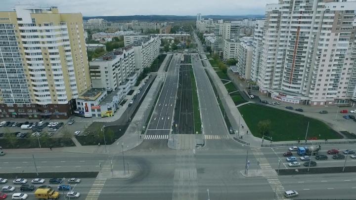Водители обкатывают свежий асфальт: летаем над новенькой улицей Татищева