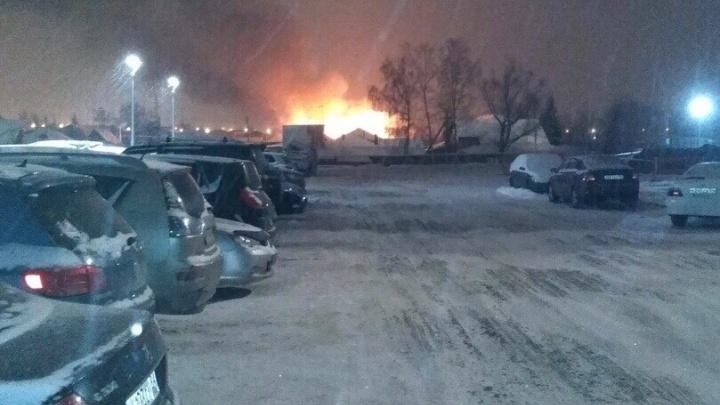 В Октябрьском районе загорелся дом: из-за пожара погиб мужчина