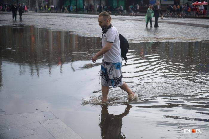 За пару дней на Урал вылилась треть месячной нормы осадков — это результат работы циклона, который пришел из Казахстана