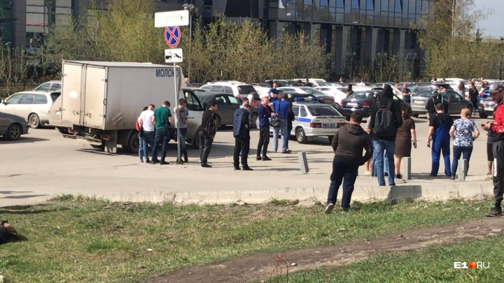 Эвакуировали два рынка, бизнес-центры и ТЦ: что известно о массовом «минировании»в Екатеринбурге