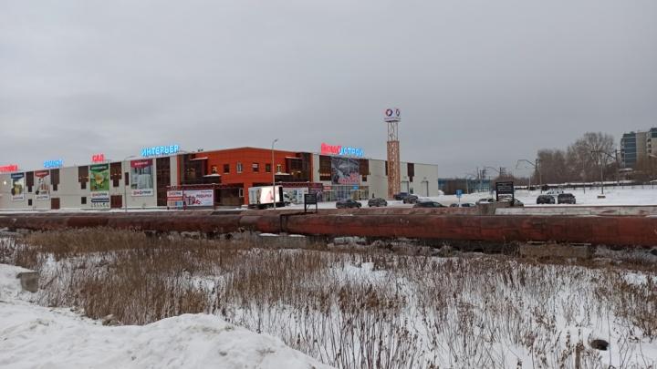 «Домострой» — всё? Здание гипермаркета рядом с ЖБИ выставили на продажу