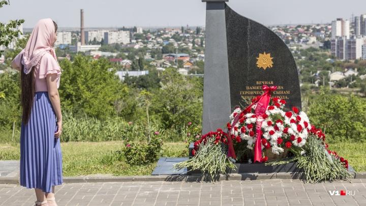 По поручению Кадырова: в Волгограде на Мамаевом кургане открыли памятник героям-чеченцам Сталинграда