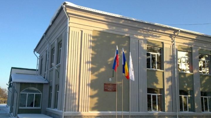 В Морозовске осудили экс-директора школы. Она устраивала людей на работу, чтобы получать их зарплату
