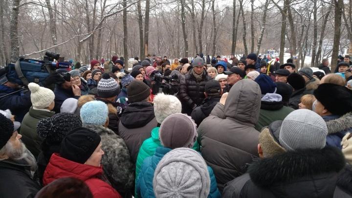«Они нам голову морочат!»: в Самаре прошел сход против застройки парка 60-летия Советской власти