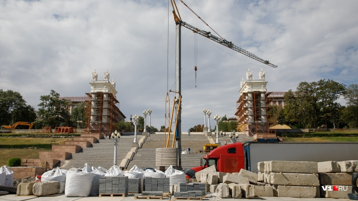«Все держится на одних обоях»: в Волгограде затягивается реконструкция Центральной набережной