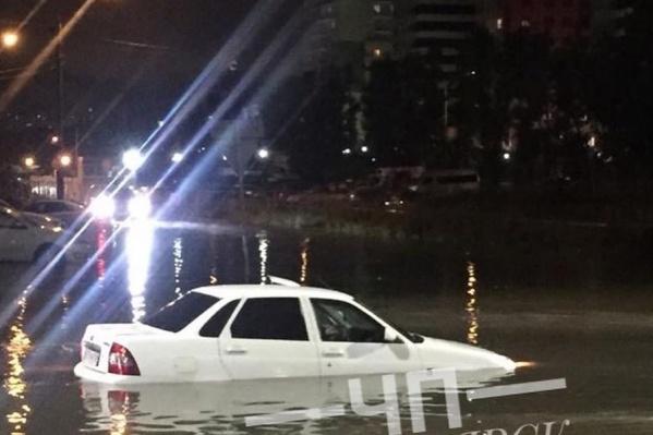 Улицы затопило в Красноярске после дождя