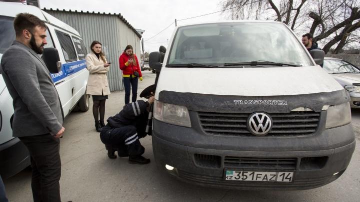 Два депутата устроили проверку водителям маршруток и забрали одну машину на штрафстоянку