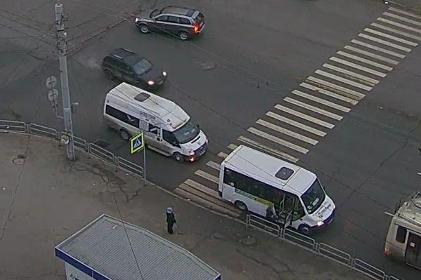 Программа распознаёт нарушения на пересеченииКомсомольского проспекта с улицей 40-летия Победы
