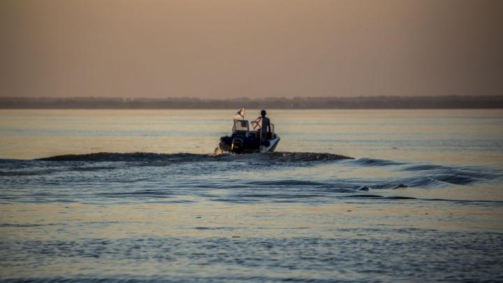 Из Бердского залива достали привязанный к лодке труп рыбака
