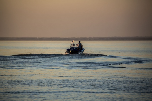 Привязанное к лодке тело нашли в заливе