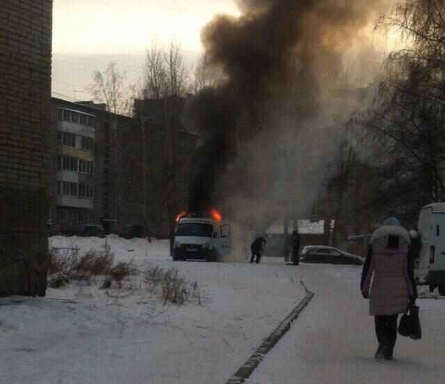 Из автомобиля вырывалось открытое пламя