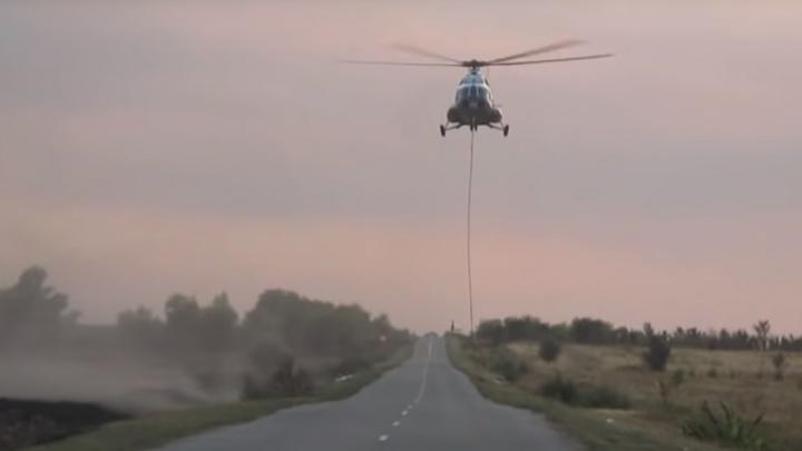 Пришлось вызывать вертолет: горящую траву в Чапаевске тушили два дня