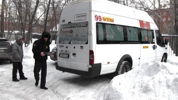 У омского водителя отобрали маршрутку за миллионный долг банку