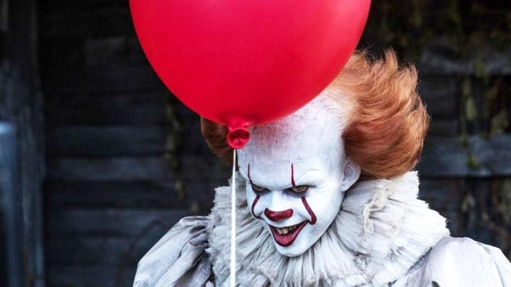 Толпы новосибирцев отправились в кино на фильм про жуткого клоуна