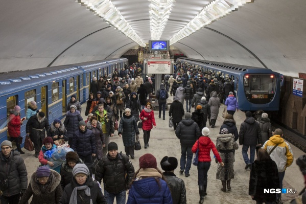 На станции метро «Площадь Ленина» до трех часов ночи будут работать оба вестибюля