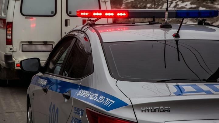 Легковушка влетела в автобус на Северном проезде: двое человек пострадали