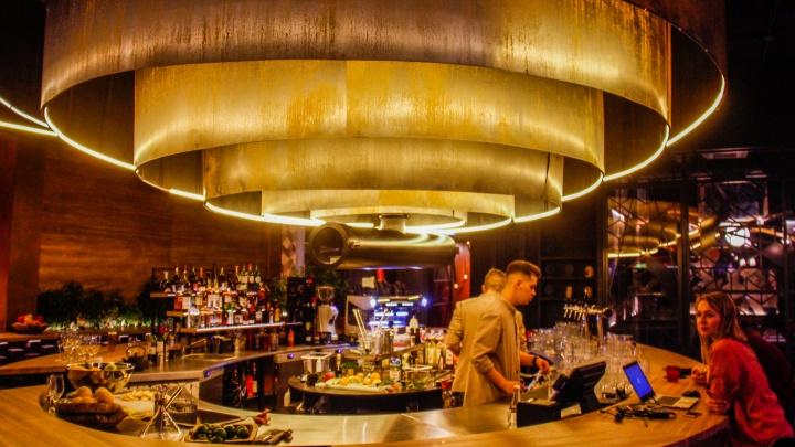 Горящие штучки: Стас Соколов протестировал новый ресторан на Ленина, в котором поджигают всё подряд