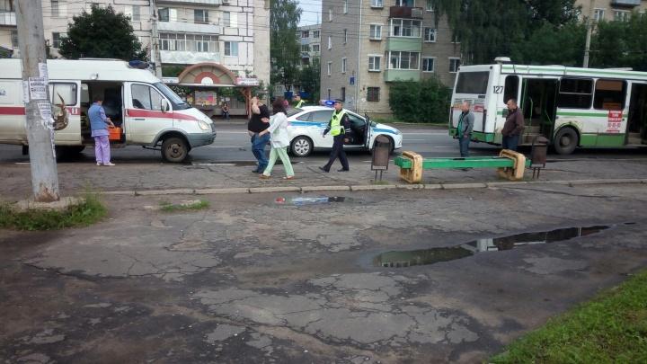 В Рыбинске пассажир выпал из автобуса и разбил голову в кровь