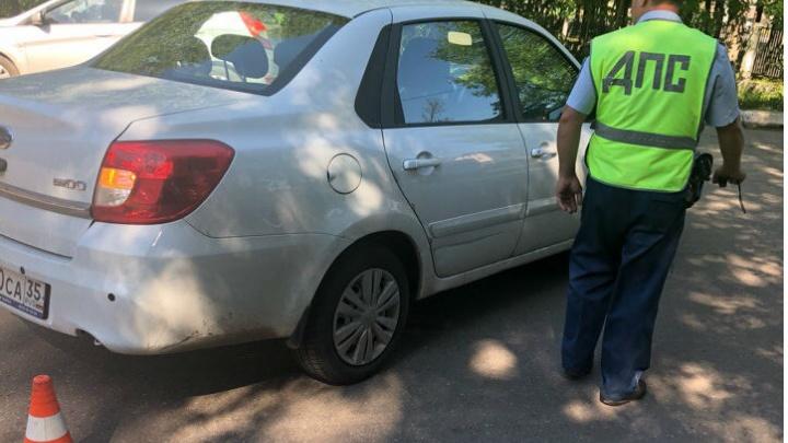 В Ярославле автомобиль сбил пациента у больницы