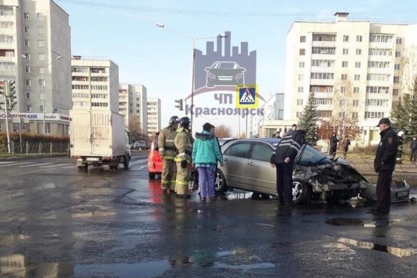 Машина загорелась после столкновения
