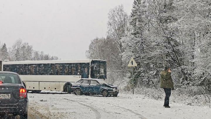 На дороге Ярославль — Рыбинск столкнулись автобус и две легковушки