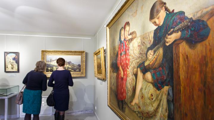Отмеченный фондом Фаберже художник научит волгоградцев рисовать правдоподобные миниатюры