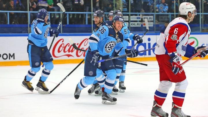 Хоккей: «Сибирь» одержала победу над ярославским «Локомотивом»