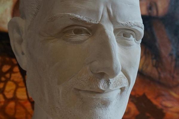 Над скульптурой художник работал все лето