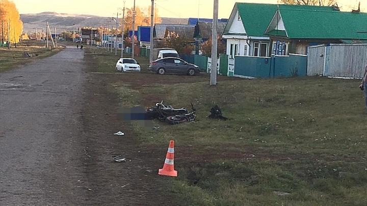 Молодой мотоциклист насмерть разбился, задев препятствие на дороге в Башкирии