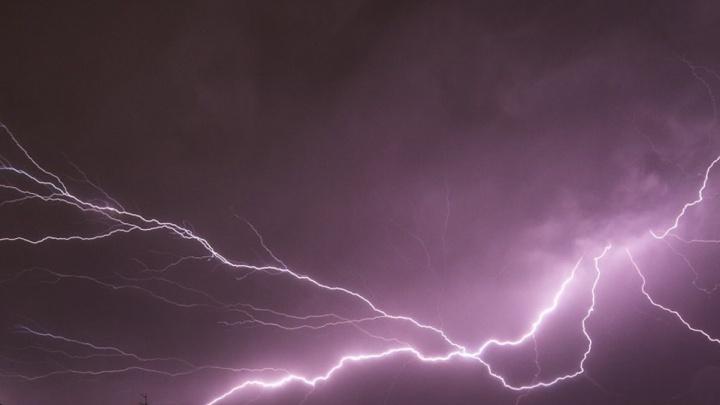 «Упала замертво»: подробности гибели школьницы от удара молнии в селе под Новосибирском