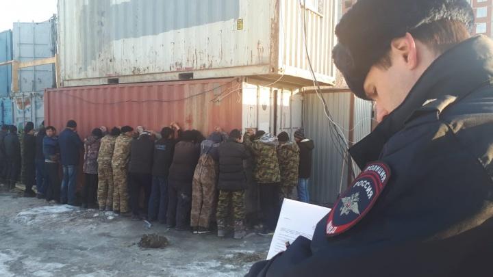В Академическом силовики задержали больше трех десятков гастарбайтеров без документов