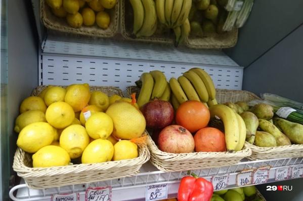 Яблоки подешевели, зато подорожали бананы, лимоны и апельсины