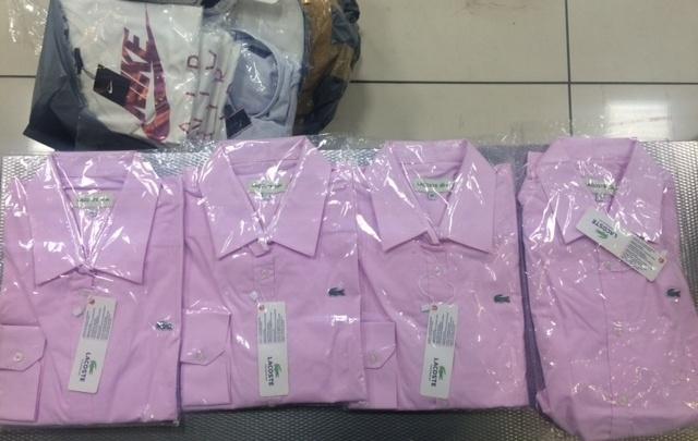 В Кольцово перехватили чемодан модных футболок, которые пытались нелегально ввезти из Турции