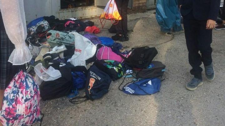Директор гимназии № 1 рассказала, почему обувь школьников оказалась выброшенной