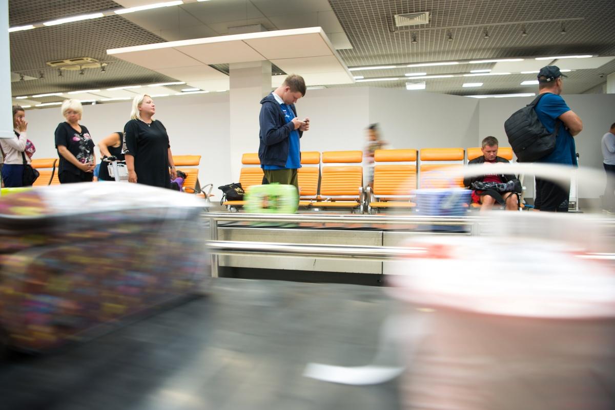 До понедельника пассажиры могут привезти в Кольцово фрукты и овощи еще по старым правилам