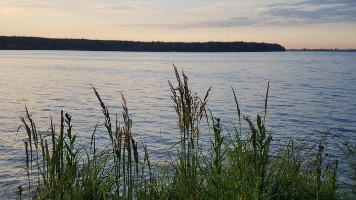 В Далматовском районе спасатели вытащили из озера тонувших рыбаков