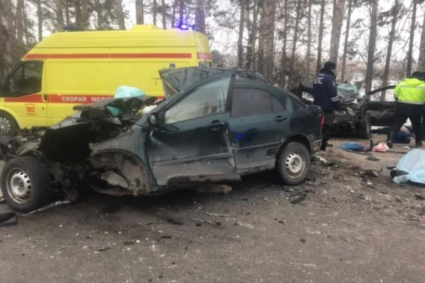 В этом ДТП погибли четыре человека: оба водителя, ребенок и пожилая женщина