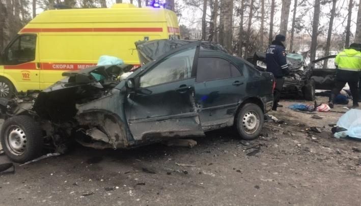 Под Тюменью разбилась учительница со своей семьей: установлены личности погибших в ДТП у Комарово