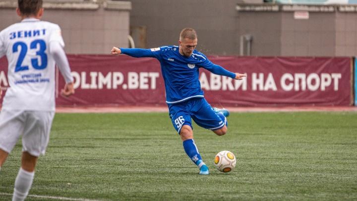 Фанаты испугались появления тренера ФК «Сибирь» в новом клубе. И пошли за помощью к губернатору