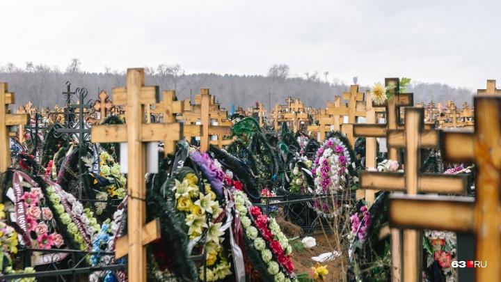 Отдавал заказы жене: в Самарской области директор похоронного госбюро попал под уголовную статью