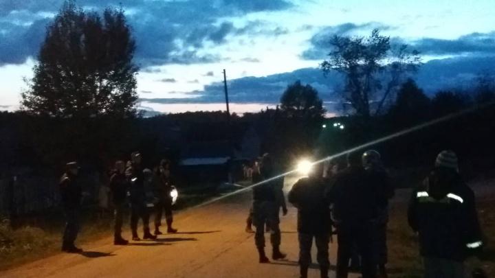 Свердловские полицейские дежурят у дома мужчины, которого подозревают в убийстве двух человек