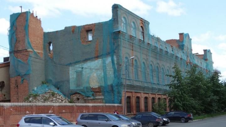 «Обратились к Медведеву»: вопрос с деньгами на ремонт здания чаеразвесочной фабрики завис в Москве