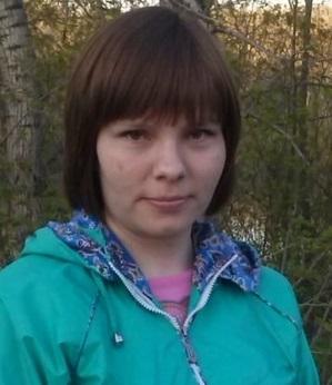 В Новосибирске ищут женщину в розовой вязаной шапке